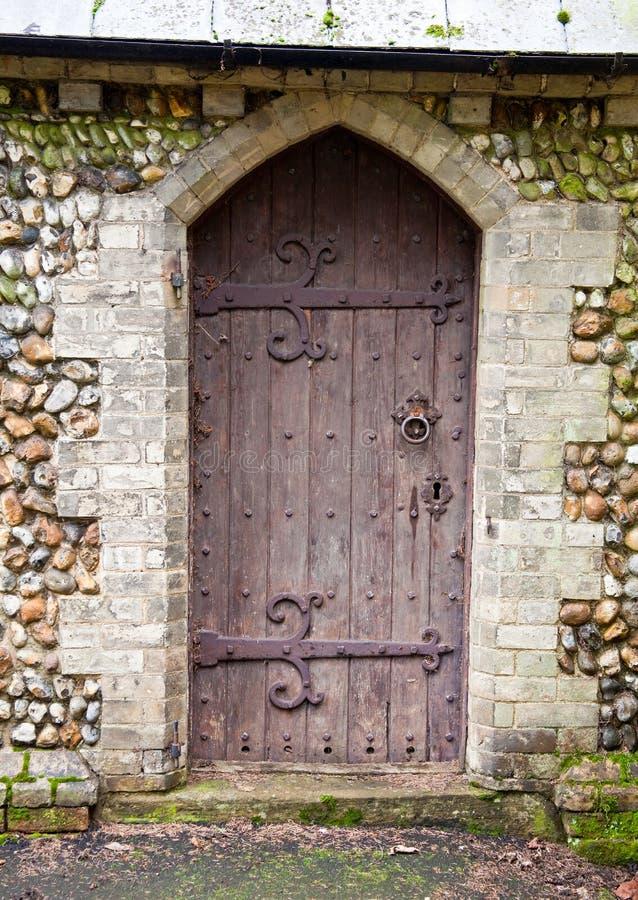 kyrklig dörr arkivbild