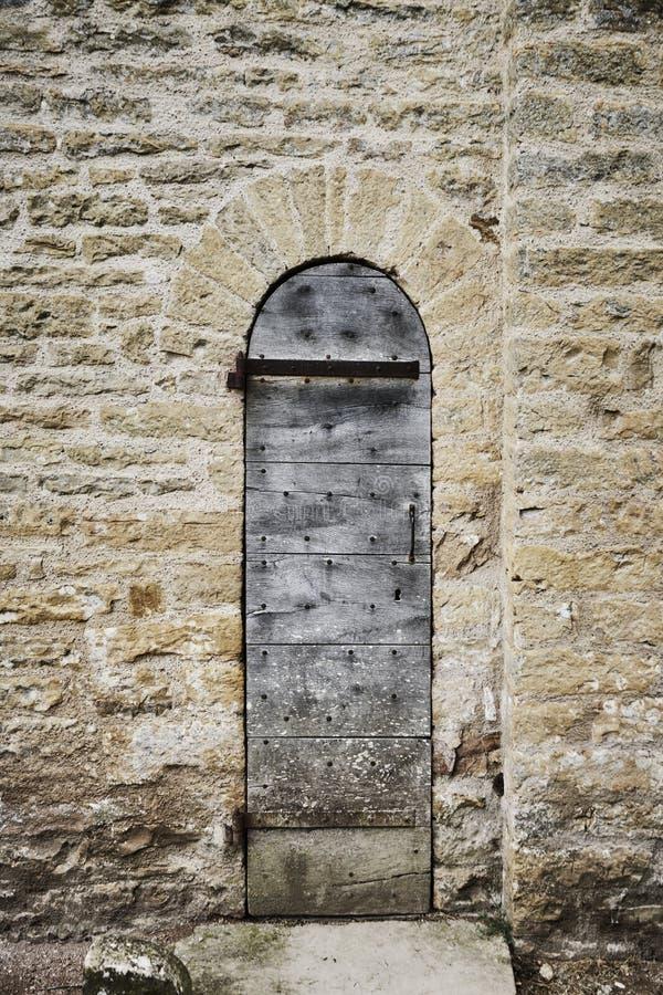 Kyrklig dörr för ingång royaltyfria bilder
