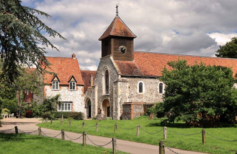 kyrklig engelsk tornby royaltyfri bild