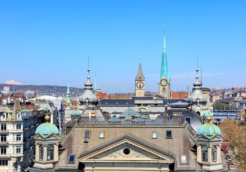kyrklig för peter s för framsida för stadscityscapeklocka störst värld zurich för torn st schweizisk arkivfoto