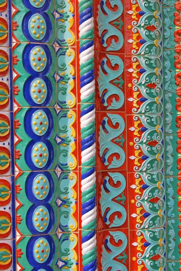 Kyrklig fasad för antagande i Yaroslavl, Ryssland arkivfoto