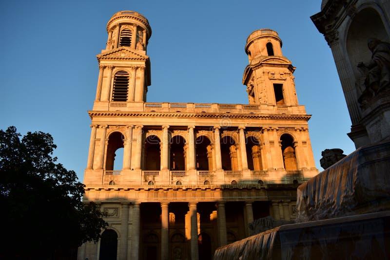 kyrklig france paris saintsulpice Neoclassical fasad med solnedgångljus blå sky royaltyfria bilder