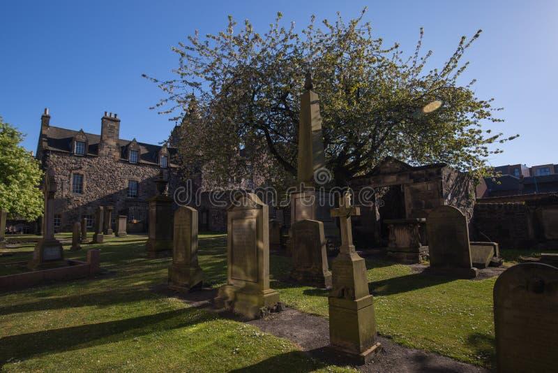 Kyrklig gård av Kirken av Canongate royaltyfri bild