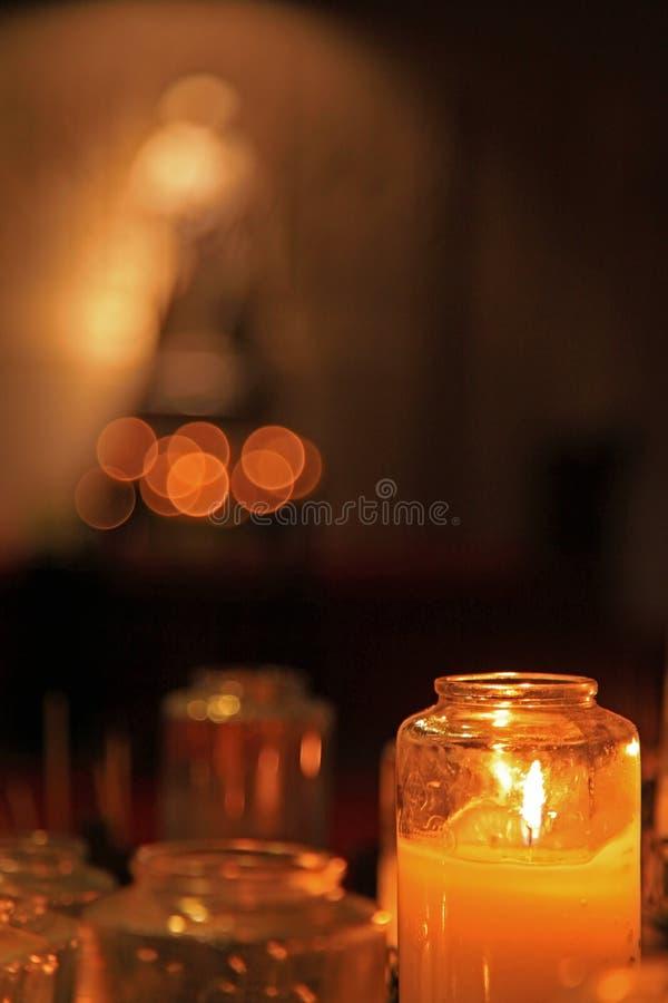 kyrklig helgedom för stearinljus royaltyfri fotografi
