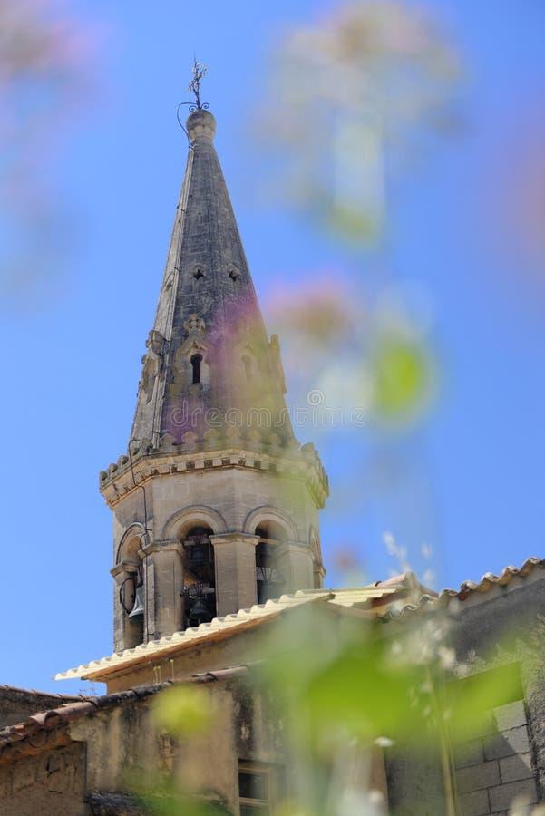 Kyrklig kyrktorn i Provence royaltyfria bilder