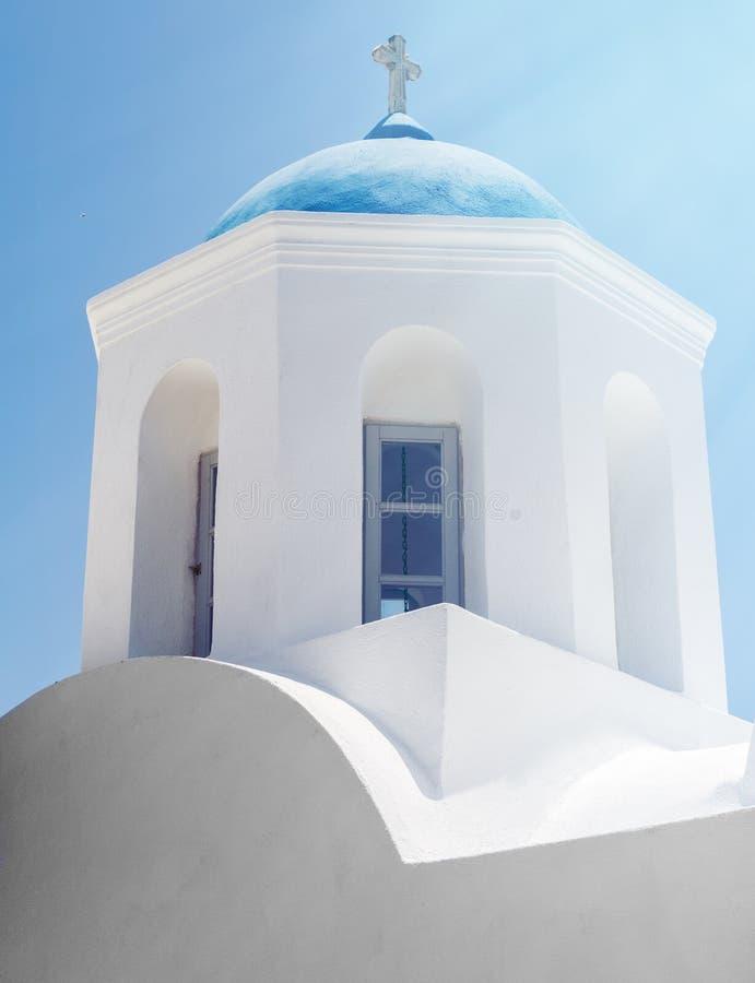 Kyrklig kyrktorn i Santorini fotografering för bildbyråer