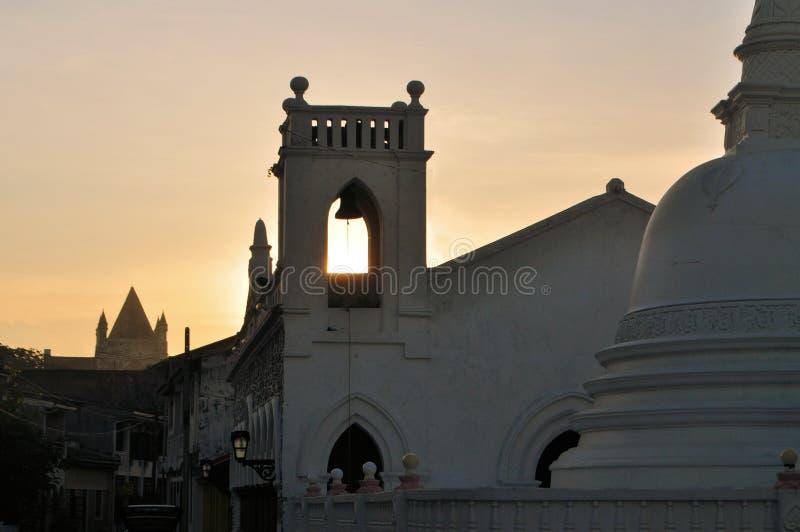 Kyrklig och buddistisk tempel, Galle, Sri Lanka royaltyfri foto