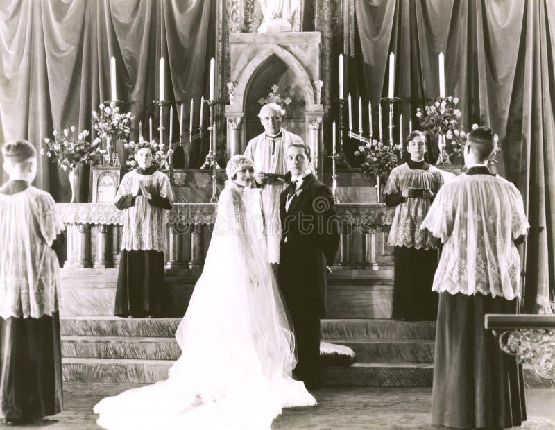 kyrklig parlord som lovordar bröllop arkivfoton