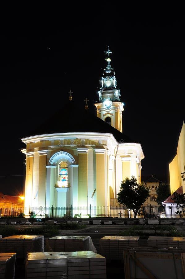 Kyrklig Rumänien Oradea transilvania i natten royaltyfri foto
