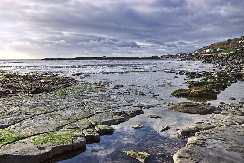 Kyrklig strand - Lyme Regis royaltyfria foton