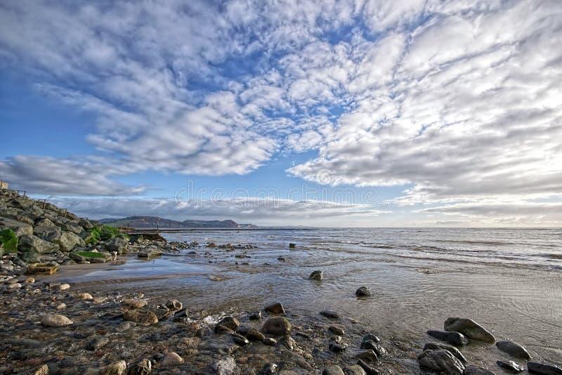 Kyrklig strand - Lyme Regis arkivfoto