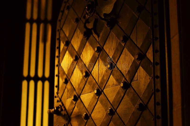 Kyrkliga dörrar royaltyfria foton