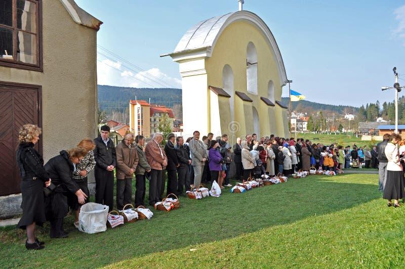 kyrkliga easter ortodoxa parishioners arkivbild