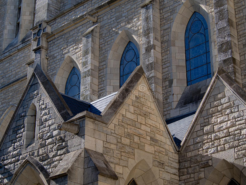 Kyrkliga fönster royaltyfri foto