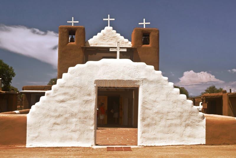 kyrkliga historiska pueblotaos royaltyfri fotografi