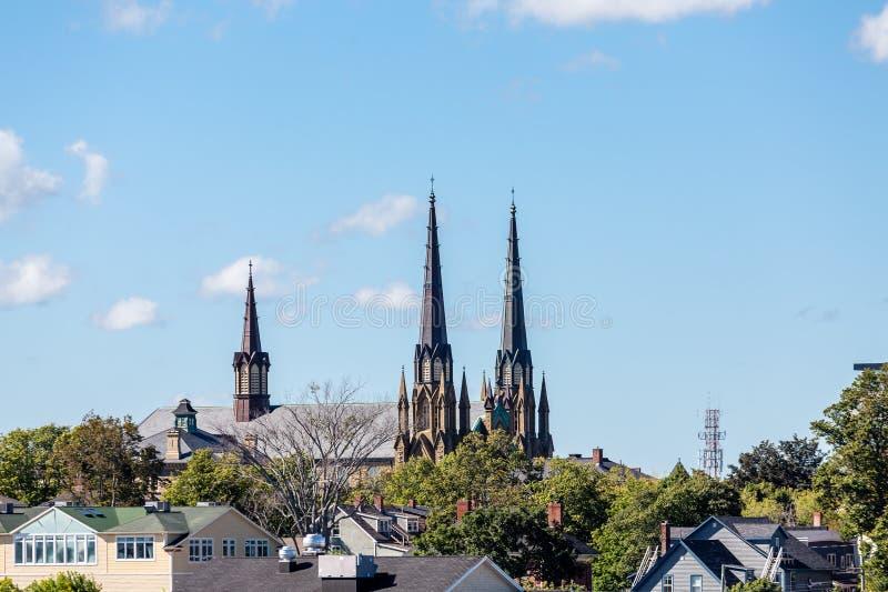 Kyrkliga kyrktorn i Charlottetown royaltyfria bilder