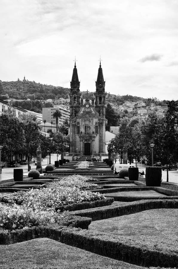 kyrkliga Nossa Senhora da Oliveira i den historiska staden av Guimaraes i nordliga Portugal arkivbilder
