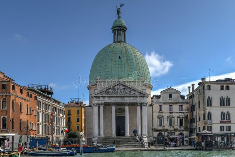 Kyrkliga San Simeone Piccolo - Venedig, Italien arkivfoton