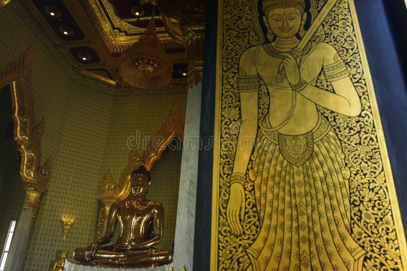 Kyrkliga väggmålningar för fönster royaltyfria bilder