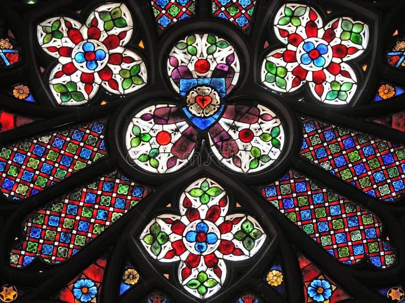 kyrkligt gotiskt fönster royaltyfri fotografi