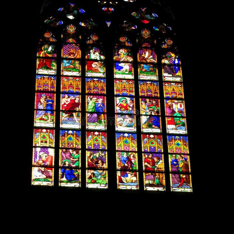 Kyrkligt målat glassfönster - påskmaterielfoto royaltyfri bild