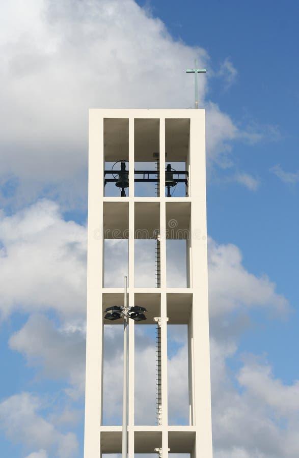 kyrkligt modernt torn royaltyfri bild