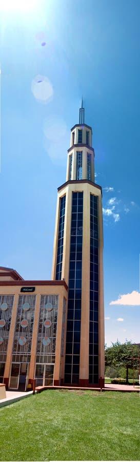 kyrkligt modernt torn för klocka royaltyfria bilder