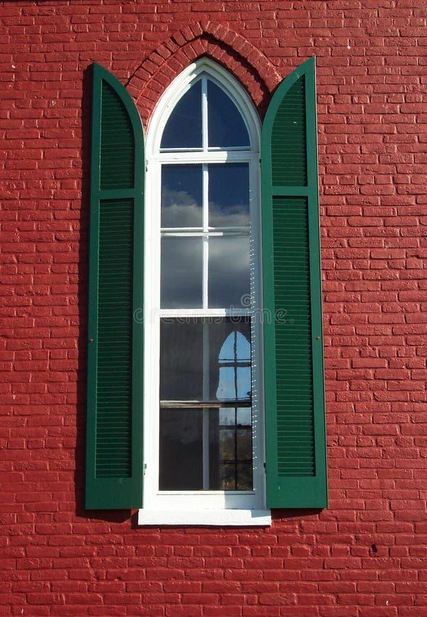 Kyrkligt Rött Fönster Arkivfoto
