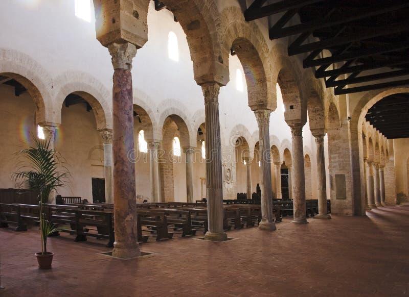 kyrkligt romanic arkivbilder