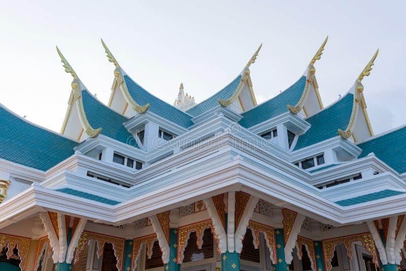 kyrkligt tak för buddist royaltyfri bild