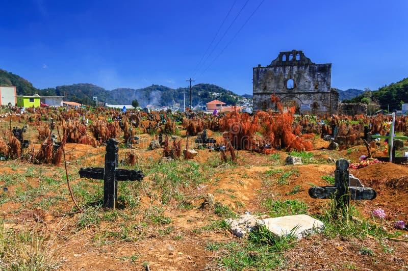 Kyrkogård Chamula, Mexico fotografering för bildbyråer