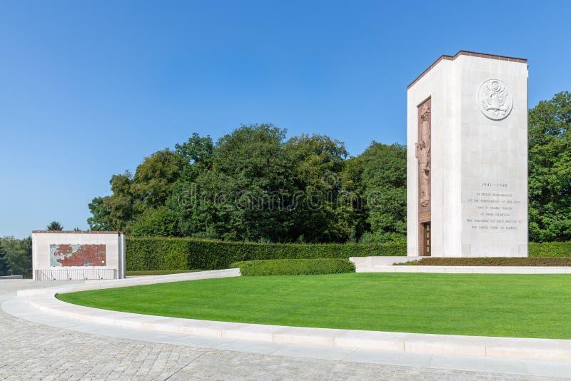 Kyrkogård för amerikan WW2 med den minnes- monumentet och översikt i Luxembourg royaltyfri bild