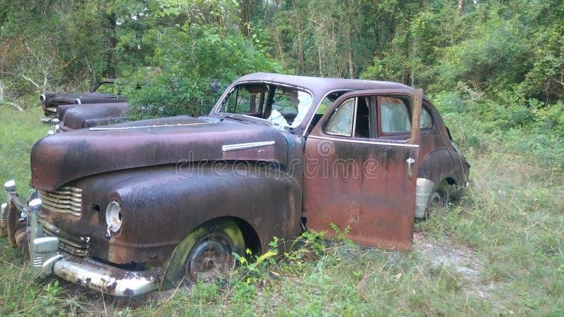 Kyrkogård för antik bil arkivbilder