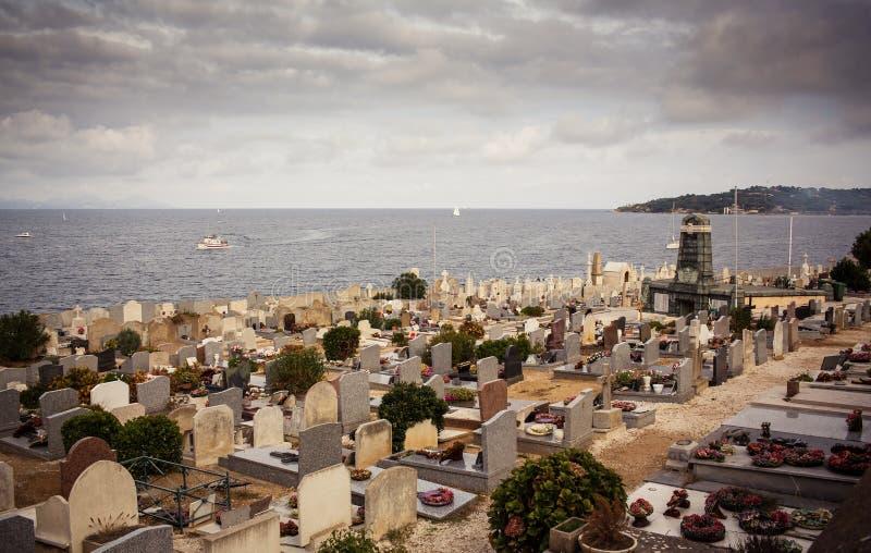 Kyrkogård i Saint Tropez arkivfoton