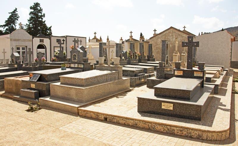 Kyrkogård i Spanien royaltyfri bild