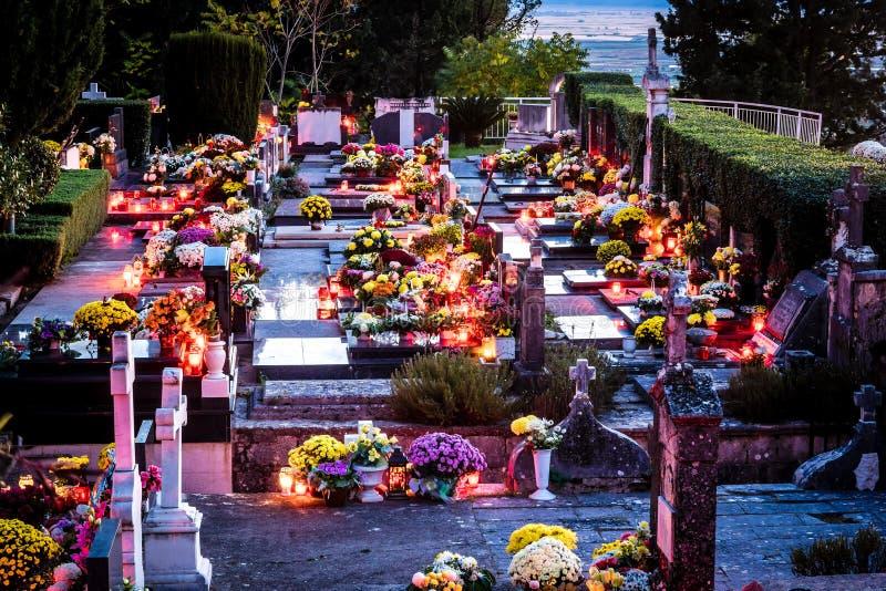 Kyrkogård i sydlig Kroatien, Dalmatia färglinje nattfotografi royaltyfri bild
