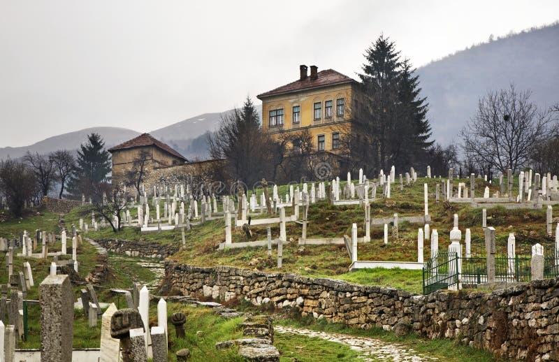 Kyrkogård i Travnik stämma överens områdesområden som Bosnien gemet färgade greyed herzegovina inkluderar viktigt, planera ut ter royaltyfri bild