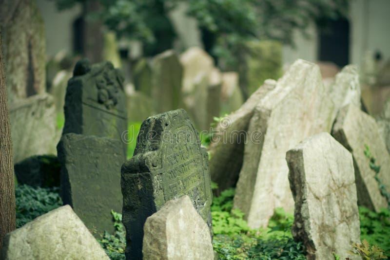 kyrkogård judiska gammala prague royaltyfri fotografi