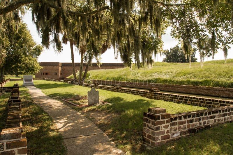 Kyrkogård på fortet Pulaski royaltyfri fotografi