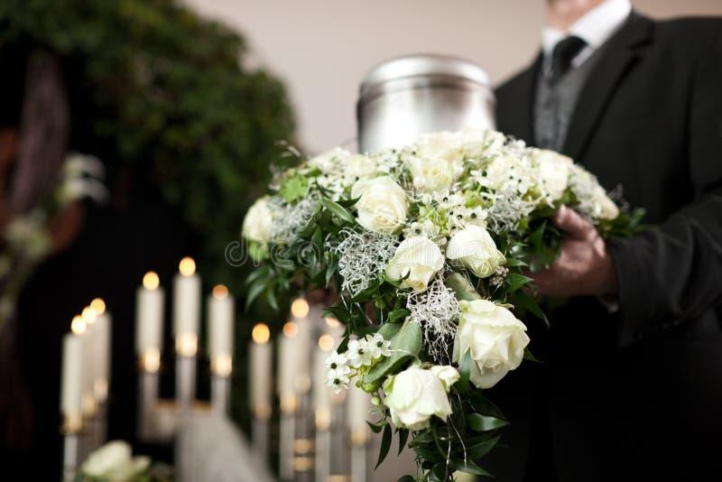 kyrkogårdbegravningsorg royaltyfri foto