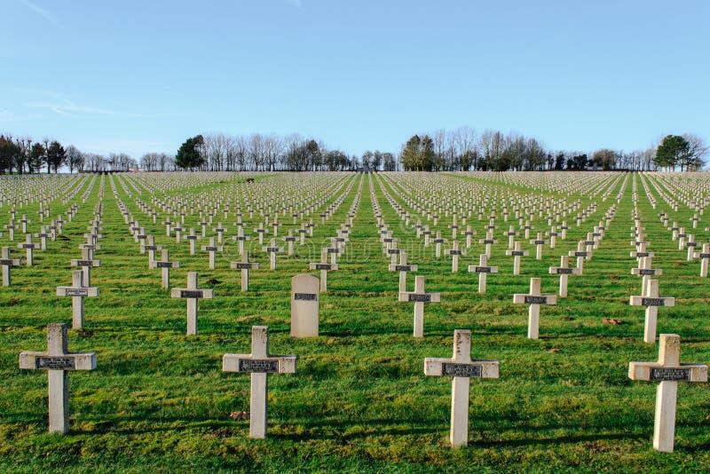 Kyrkogården av franska tjäna som soldat från världskrig 1 i Targette royaltyfria bilder