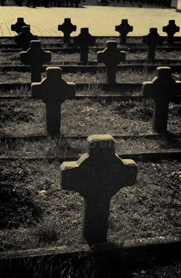 kyrkogårdkors kriger royaltyfri foto