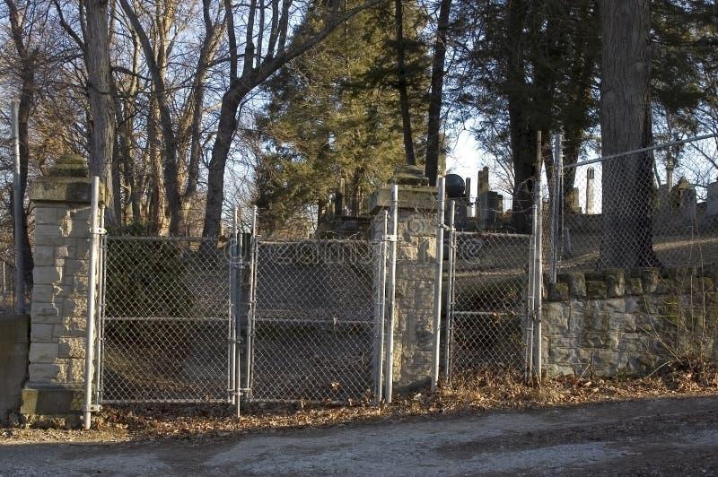 Kyrkogårdportar royaltyfri bild