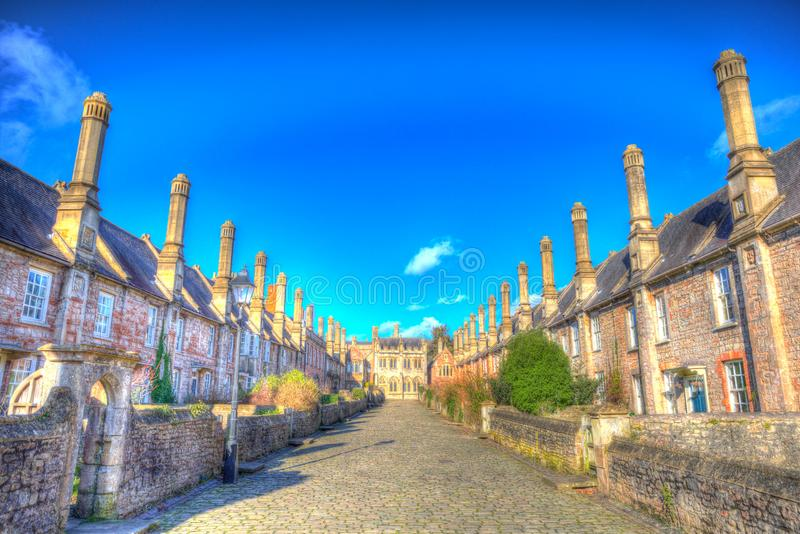 Kyrkoherden stänger sig vid brunndomkyrkan Somerset England UK i färgglad hdr royaltyfria bilder