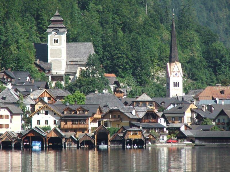 Download Kyrkor två arkivfoto. Bild av varmt, town, skalliga, green - 502500