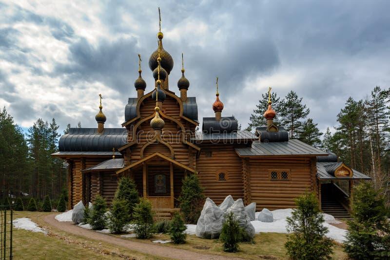 Kyrktaga allra ryska helgon, Sosnovo, den Leningrad regionen, Ryssland royaltyfri fotografi