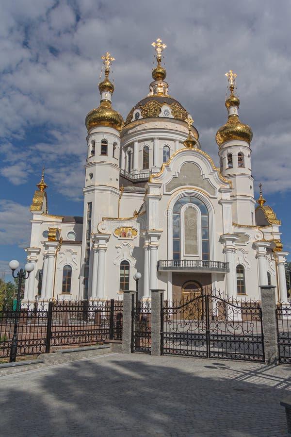 kyrktaga guld- ortodoxt för kupoler royaltyfri foto