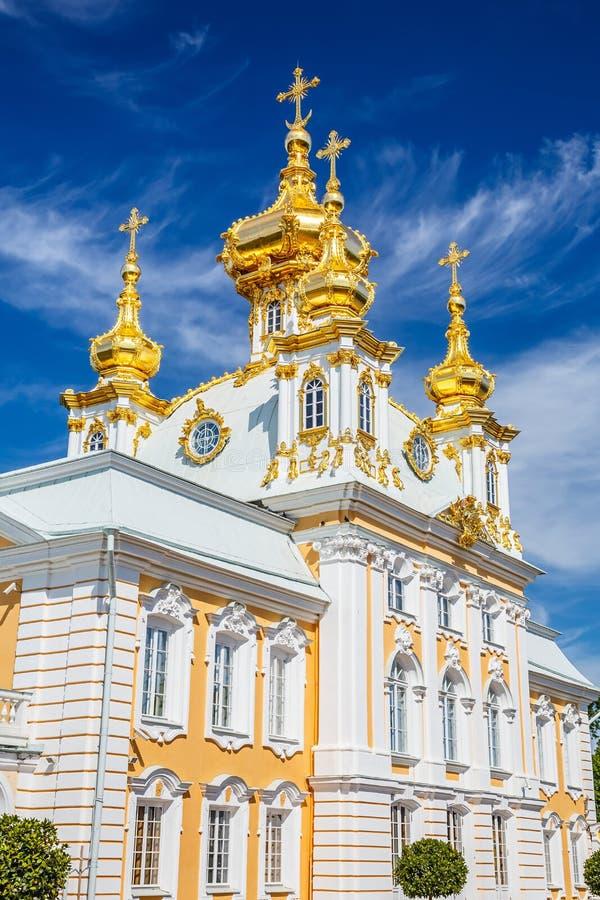 Kyrktaga i Peterhof, St Petersburg arkivfoton