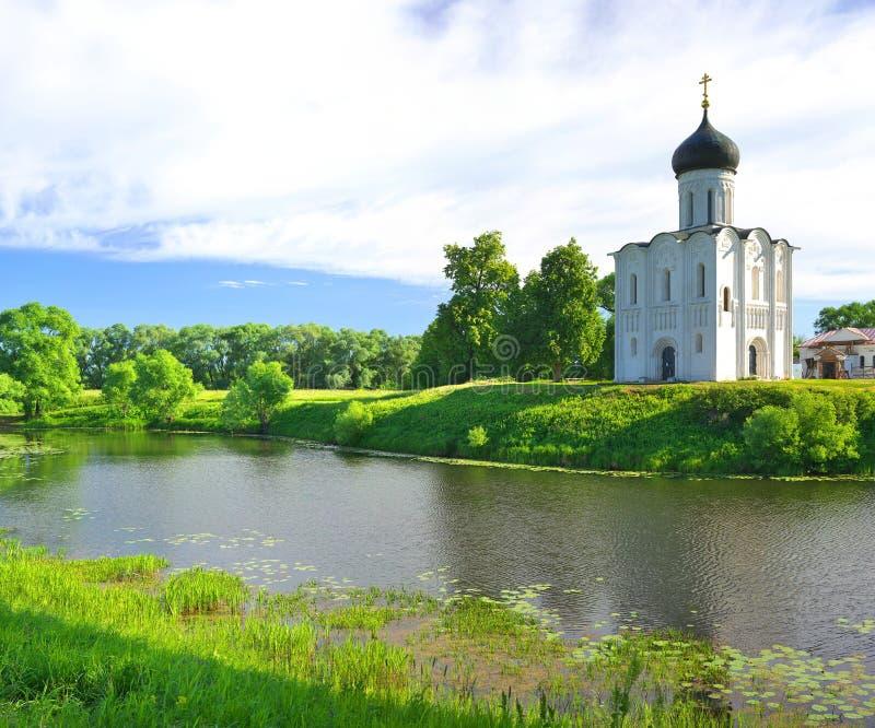 kyrktaga intercessionnerl Ryssland byn Bogolyubovo arkivbilder
