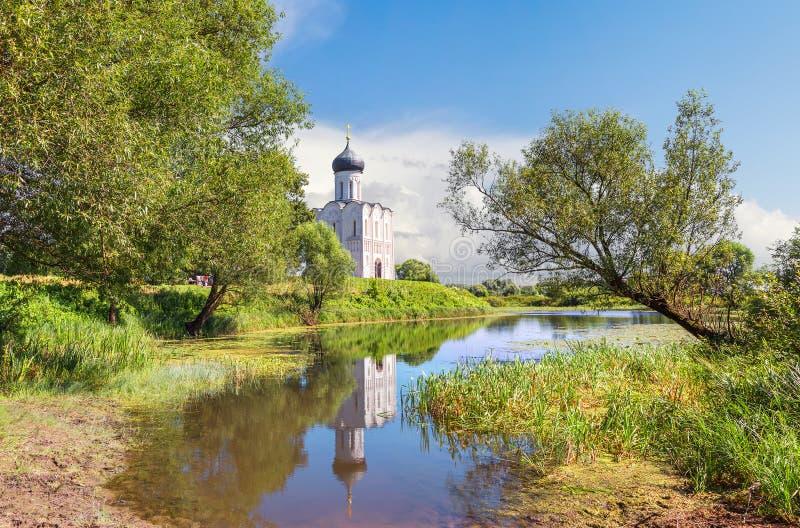 kyrktaga intercessionnerl vladimir Ryssland royaltyfria bilder